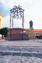 The town well and the statue of gen. Klapka